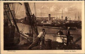 Ak Hamburg, Partie im Hafen, Seeleute auf Segelschiff, Dampfer