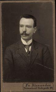 Foto Portrait eines jungen Herren, Stehkragen, Fritz Alexander, Delmenhorst, Stedingerstraße 164