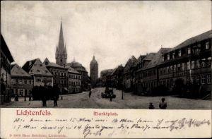 Ak Lichtenfels im Obermainland Oberfranken, Partie am Marktplatz mit Blick auf den Kirchturm