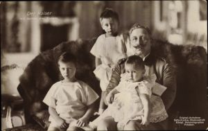 Ak Kaiser Wilhelm II. von Preußen mit seinen drei Enkeln, NPG