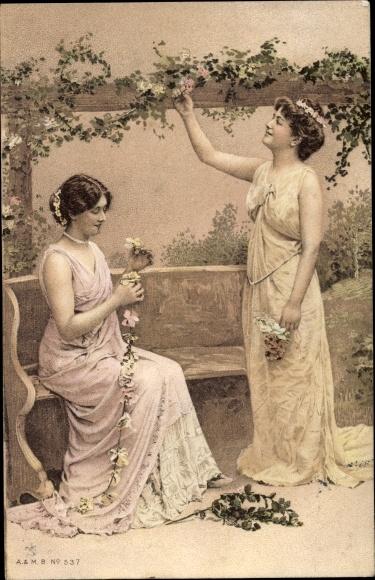 Künstler Ak Zwei Frauen in ärmellosen Kleidern