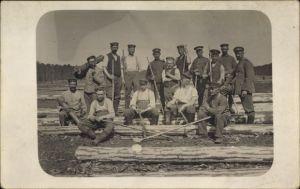 Foto Ak Gruppenfoto von Soldaten in Uniformen