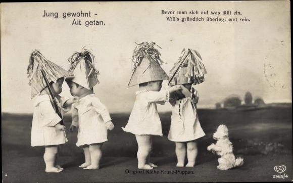 Ak Käthe Kruse Puppen, Jung gewohnt, alt getan