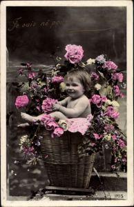 Ak Baby in einem Blumenkorb, Rosen, Je suis né vous sourire