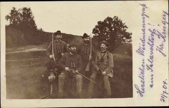 Foto Ak Fünf Männer mit Gewehren, Jagdhund, Jäger