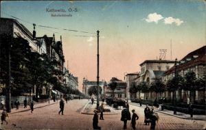 Ak Katowice Kattowitz Schlesien, Blick auf den Hauptbahnhof, Straßenseite, Bahnhofstraße