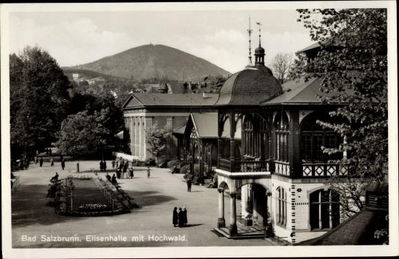 Ak Szczawno Zdrój Bad Salzbrunn Schlesien, Elisenhalle mit Hochwald