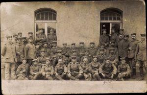 Foto Ak Deutsche Soldaten in Uniformen, Gruppenportrait
