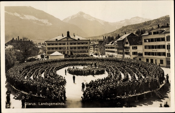 Ak Glarus Kt. Glarus Schweiz, Landsgemeinde, Versammlung am Marktplatz