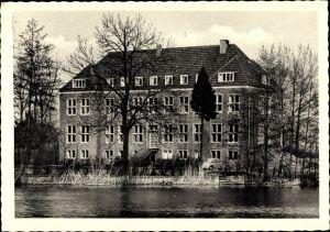 Ak Rindern Kleve Nordrhein Westfalen, Wasserburg Rindern, Kath. Landvolkshochschule, Uferpartie