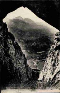 Ak Lourdes Hautes Pyrénées, Funiculaire du Pic du Jer, sortie du deuxieme tunnel et la vallee