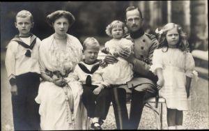 Ak Fürst Eduard von Sachsen Coburg Gotha, Portrait mit Familie