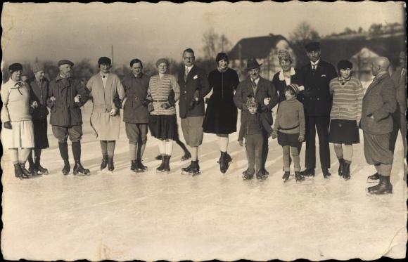 Foto Ak Eisläufer auf Schlittschuhen, Februar 1929