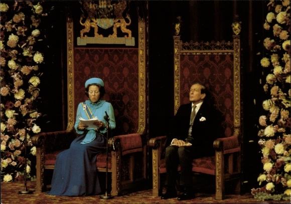 Ak Königin Beatrix der Niederlande, Prinz Claus, Portrait im Rittersaal