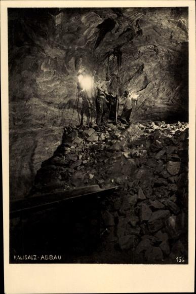 Ak Kalisalz Abbau, Bergleute arbeiten im Stollen, Bergbau, Felsen