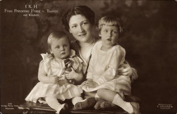 Ak Frau Prinzessin Franz von Bayern mit Kindern, Portrait, Puppe