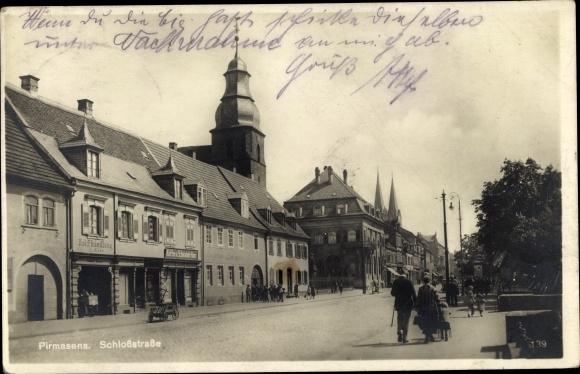 Ak Pirmasens am Pfälzerwald, Schlossstraße, Holzhandlung, Kaffee u. Schokolade Haus, Fußgänger