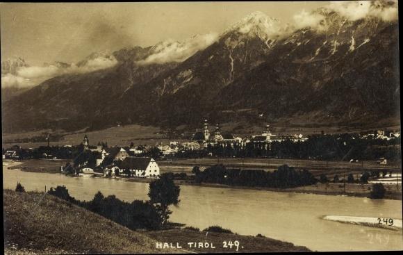 Ak Hall in Tirol, Gesamtansicht mit Gebirge