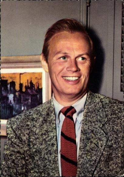 Ak Schauspieler Richard Widmark, Portrait, Der letzte Wagen
