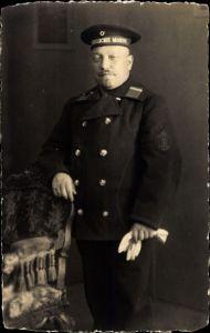 Foto Ak Deutscher Matrose in Uniform, Kaiserliche Marine, Ärmelabzeichen