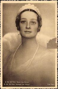 Ak SM Astrid, Reine des Belges, Königin von Belgien, Portrait, Krone, Perlenkette