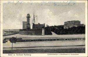 Ak Kołobrzeg Kolberg Pommern, Lotsenstation und Kauffmann's Kuranstalt