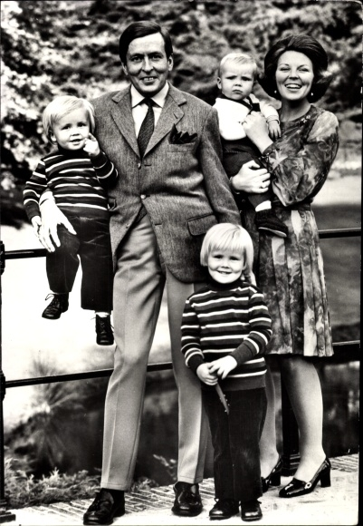 Ak Königin Beatrix der Niederlande, Prinz Claus, Willem Alexander, Johan Friso, Constantijn