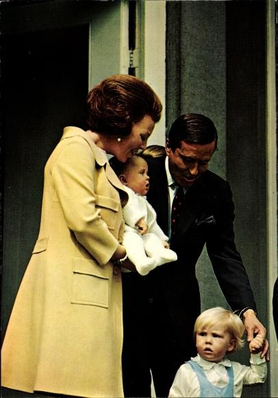 Ak Königin Beatrix der Niederlande, Prinz Claus, Willem Alexander, Johan Friso