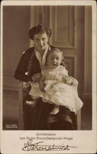 Ak Prinzessin Victoria Luise von Preußen, Portrait mit Kind