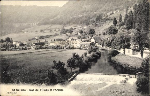 Ak Saint Sulpice Val de Travers Kt. Neuchâtel Schweiz, Bas du Village et l'Areuse, Blick auf den Ort