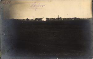 Foto Ak Loison Meuse, Blick auf Ortschaft, brennendes Haus während dem 1. WK