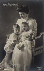 Ak Kronprinzessin Cecilie von Preußen mit ihren zwei Söhnen, Liersch 2125