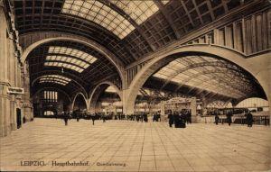 Ak Leipzig in Sachsen, Hauptbahnhof, Blick zum Querbahnsteig, Bahnsteig 7, Wartesaal