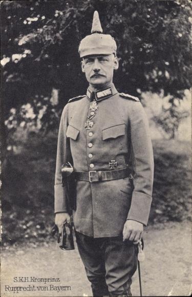 Ak Kronprinz Rupprecht von Bayern, Standportrait in Uniform, Pickelhaube