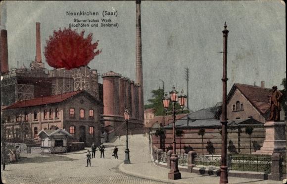 Ak Neunkirchen im Saarland, Straßenpartie, Stumm'sches Werk, Hochöfen und Denkmal