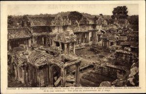 Ak Kambodscha, Angkor Wat, Porche central des galeries Ouest du 2e etage et edicules lateraux