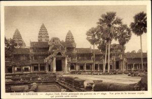 Ak Kambodscha, Angkor Wat, entree principale des galeries du 1er etage, vue prise de la terrasse