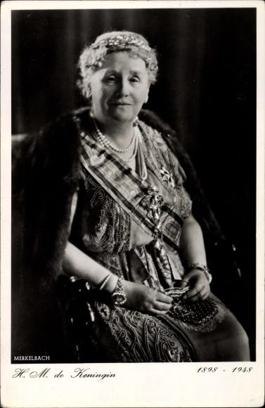 Ak HM de Koningin, Königin Juliana der Niederlande, Sitzportrait mit Pelzstola