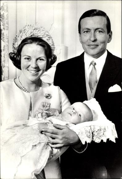 Ak Königin Beatrix der Niederlande, Claus von Amsberg, Willem Alexander