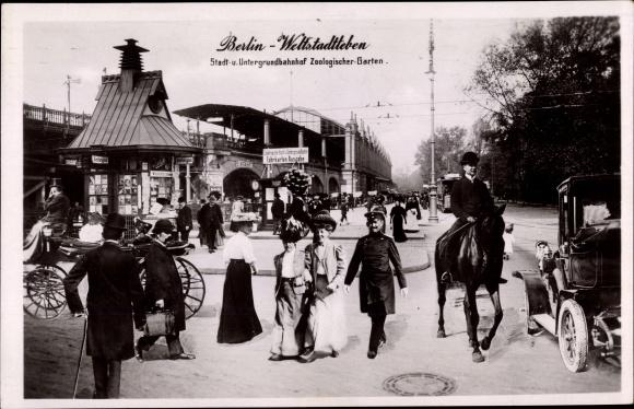 Ak Berlin Charlottenburg , Stadt- und Untergrundbahnhof Zoologischer Garten, belebte Straße