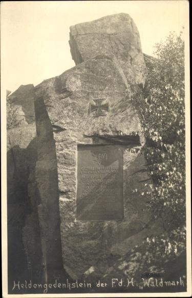 Foto Ak Niederösterreich, Heldengedenkstein der FDH Waldmark