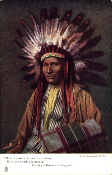 Künstler Ak The Song of Hiawatha, Longfellow, Indianer, Häuptling mit Federschmuck, Tuck No. 1360