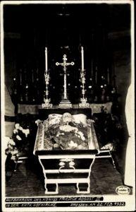 Foto Ak Dresden, Aufbahrung des Königs Friedrich August III. von Sachsen, Kath. Hofkirche, 1932