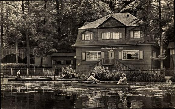 Ak Glauchau in Sachsen, Gründelhaus am Gründelteich, Ruderboot