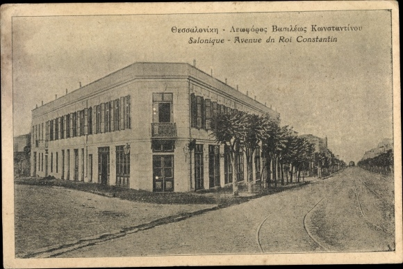 Ak Thessaloniki Griechenland, Avenue du Roi Constantin, Straßenpartie, Eckgebäude