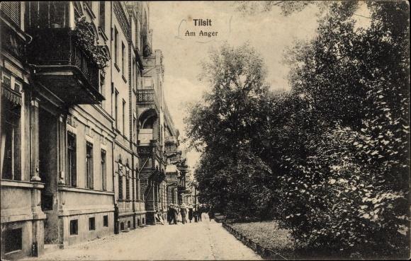 Ak Sowjetsk Tilsit Ostpreußen, Am Anger, Wohnhäuser und Grünanlagen, Passanten