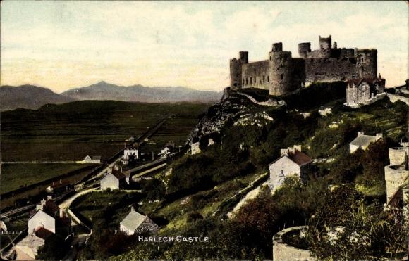 Ak Gwynedd Caernarfon Wales, Harlech Castle, Panorama vom Ort