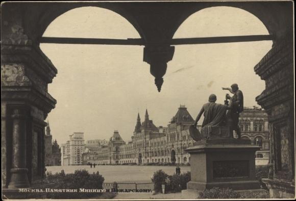 Ak Moskau Russland, Minin und Poscharski Denkmal am Roten Platz