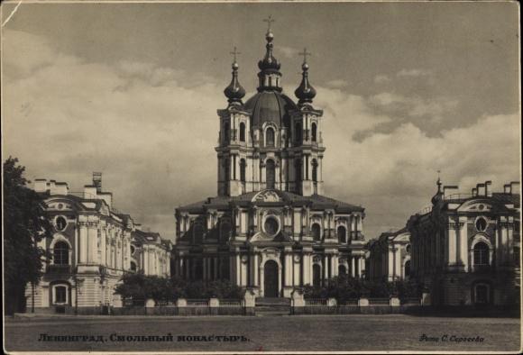 Ak Sankt Petersburg Russland, Frontalansicht der Kathedrale des Smolny Klosters