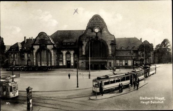 Ak Mönchengladbach in Nordrhein Westfalen, Partie am Hauptbahnhof mit Blick auf Straßenbahnen